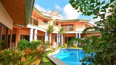 Villa Arena – Large Tropical home with Private Pool in the Courtyard