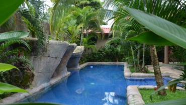 Central Jaco compound with Deluxe Pool!