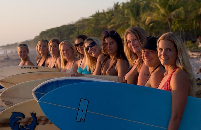 group-surfer-girls